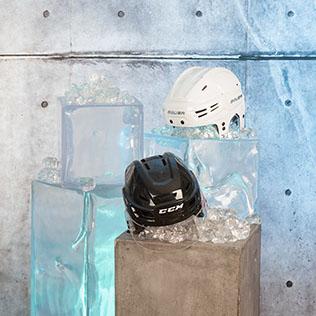 Eishockey-Helme