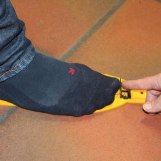 Basis der Ermittlung der benötigten Schuhgröße ist die Messung der Fußgröße © EissportWelt